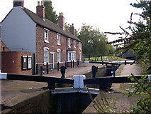 SO9199 : Wolverhampton Top Lock and Keeper's Buildings by Roger  Kidd