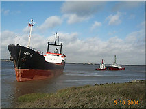 """TA0623 : Tugs assisting the m.v. """"Yana E"""" depart Barrow Haven by Jim Crosskell"""