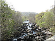 SH7357 : Afon Llugwy above Pont Cyfyng at a time of depleted water flow by Eric Jones