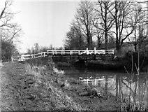 ST9461 : Rusty Lane Swing Bridge, Kennet and Avon Canal by Dr Neil Clifton