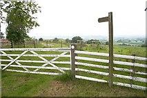 SO6466 : Start of the Bridleway by Hill Top Farm by Bob Embleton