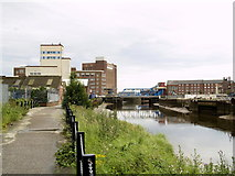 TA1029 : Footpath and River Hull just south of North Bridge by Andy Beecroft