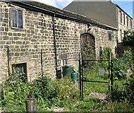 SE2535 : Late 17th Century Barn at Hollybush Farm by Betty Longbottom