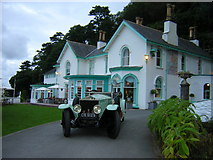 SH5837 : Rolls Royce Silver Ghost with Portmeirion Hotel in the background by rob bishop