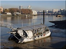 TQ2977 : Houseboat by the Thames by Derek Harper