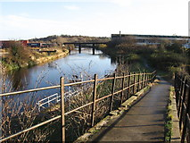 SE3419 : Wakefield - view along River Calder from Fall Ings Lock footbridge by Dave Bevis