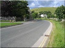 SD9062 : Chapel Gate approaching Malham by John S Turner
