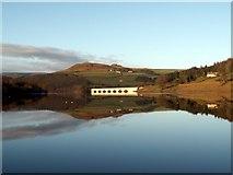 SK2086 : Ladybower Reservoir looking to Ashopton Bridge by John Fielding