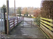 SE1321 : Footpath to The Hoods, Crowtrees Lane, Rastrick by Humphrey Bolton