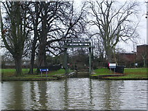 TL0549 : The River Great Ouse, Bedford, Lock by Alexander P Kapp