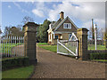 SE9830 : Braffords Hall entrance gate and lodge by Paul Harrop