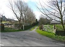SE1220 : Drive to Lower Moor Hey Farm, Pinfold Lane, Fixby by Humphrey Bolton