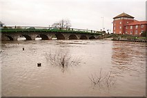 SK7954 : River Trent at Newark by Richard Croft
