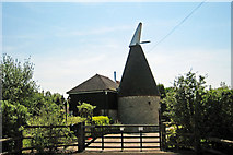 TQ9044 : Giles Farm Oast, Pluckley, Kent by Oast House Archive