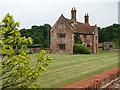 TG0828 : Manor Farm by Evelyn Simak