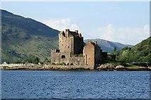 NG8825 : Eilean Donan Castle by Lisa Jarvis