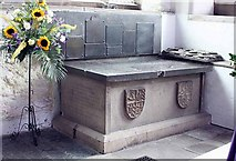 SD5192 : Holy Trinity Church, Kendal, Cumbria - Tomb chest by John Salmon