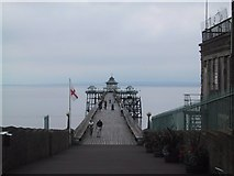 ST4071 : Looking down the pier at Clevedon by Sarah Charlesworth