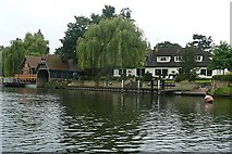 SU9277 : Riverside near Oakley Court by Graham Horn
