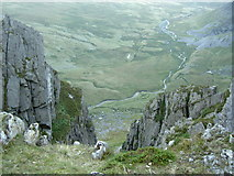 SH6963 : Looking down the cliff into Cwm Eigiau by Ian Greig