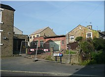 SE1321 : Quarry Court, Delf Hill, Rastrick by Humphrey Bolton