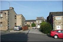 SE1321 : Stonelea Drive, Crowtrees Lane, Rastrick by Humphrey Bolton